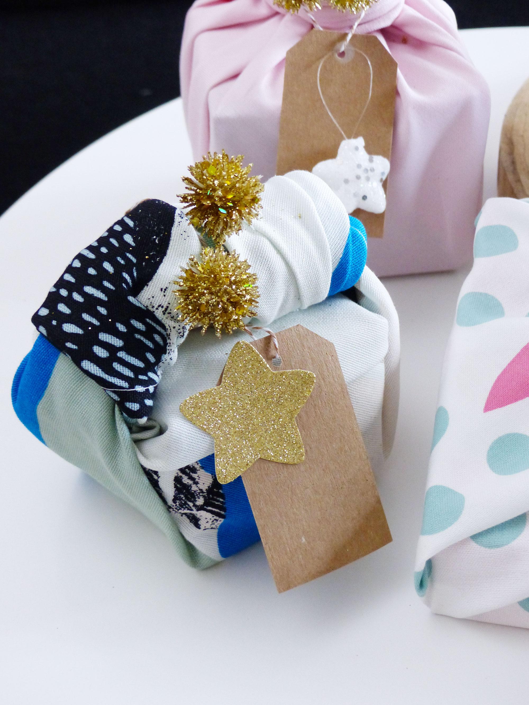 Le furoshiki, emballage cadeau de Noël - Autour de Marine